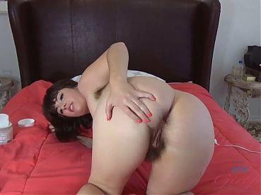 Simone Delilah – a beautiful hairy girl masturbates on cam