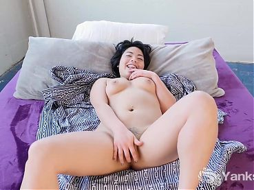Yanks Babe Cutey Asian Hope Gold Playing With Her Pussy